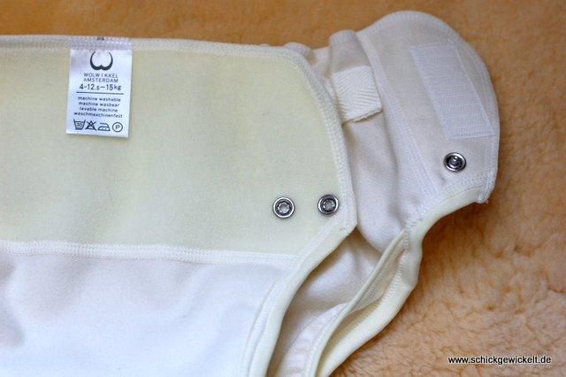 Klettverschluss und Sicherungsknöpfe